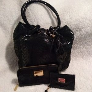Gorgeous Michael Kors Purse, wallet and phone case